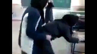 طالبة مصرية شرموطه تتناك من صاحبتها في مدرسة الصنايع فيلم عربي xxx